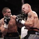 Kampf im MittelgewichtKai Kauramaki (FIN, Glitzerhose) gg. Marcos Nader (AUT, schwarze Hose)